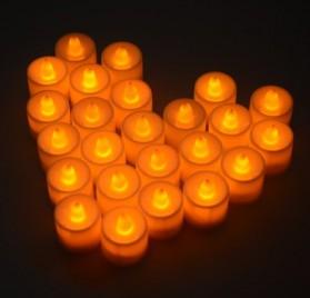 Set de 24 velas LED color ámbar con efecto llama